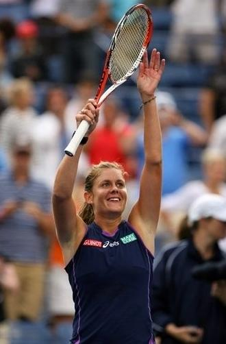 Julie Coin defeats Ivanovic at US Open