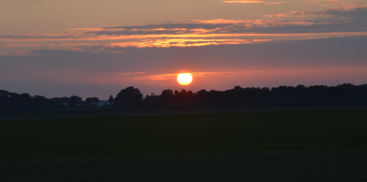 Sunset_in_June_over_Arras