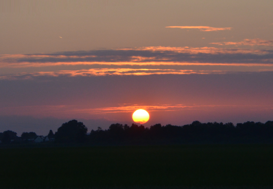 Sunset_over_Arras_city_June