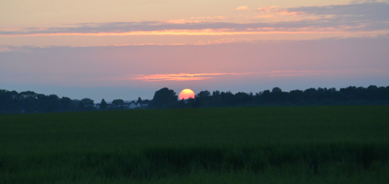 Sunset_over_Arras_in_June
