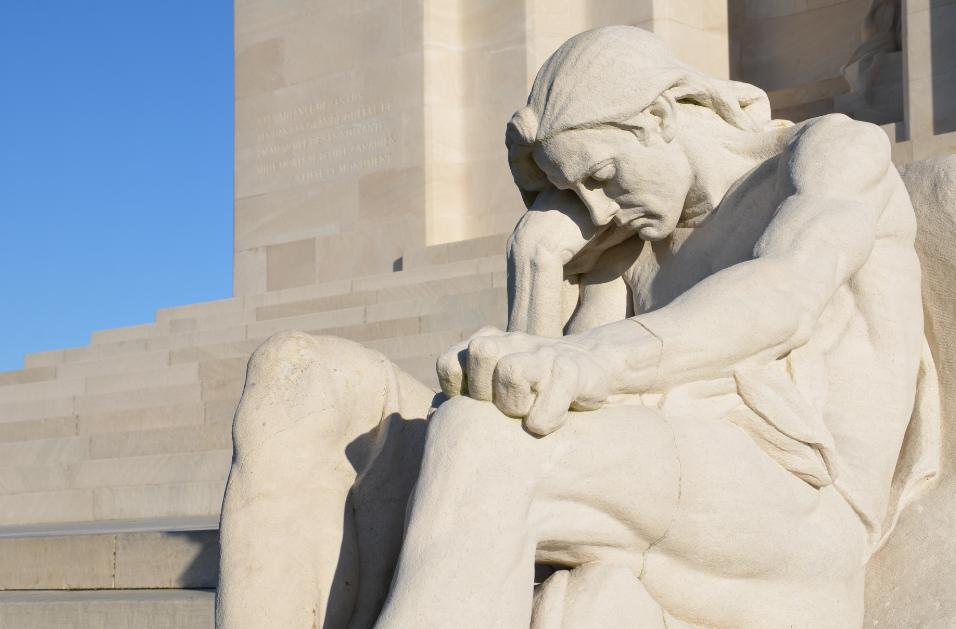 Vimy_War_Memorial_statues