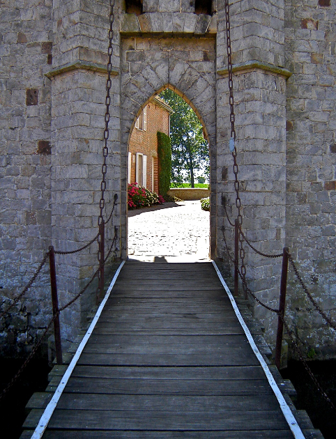 Olhain_castle_drawbridge