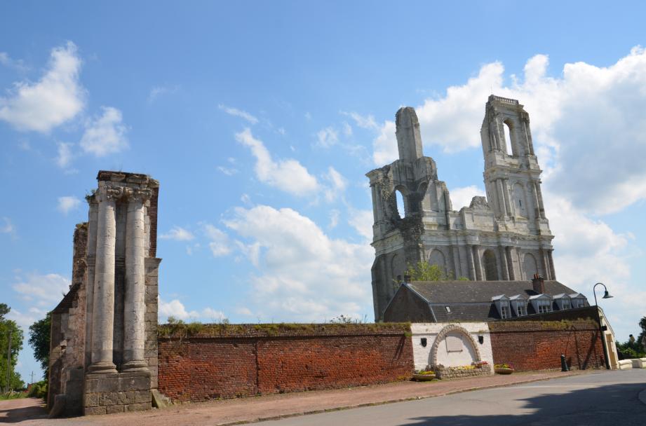 Mont_St_Eloi_abbey_2014