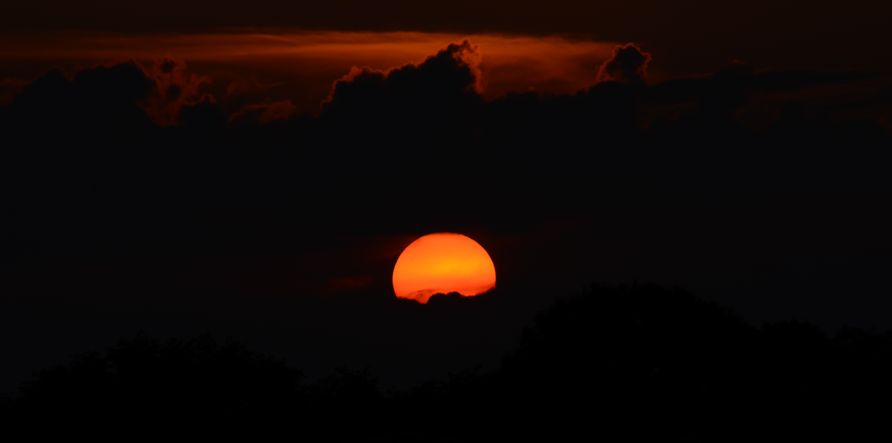 Sunset_and_clouds
