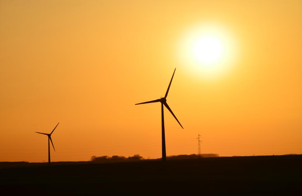 Sunset_over_wind_turbines_Arras_France