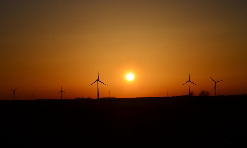 Sunset_over_wind_turbines_Arras_northern_France