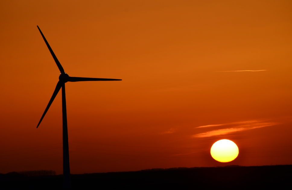 wind_turbine_with_sunset_Arras